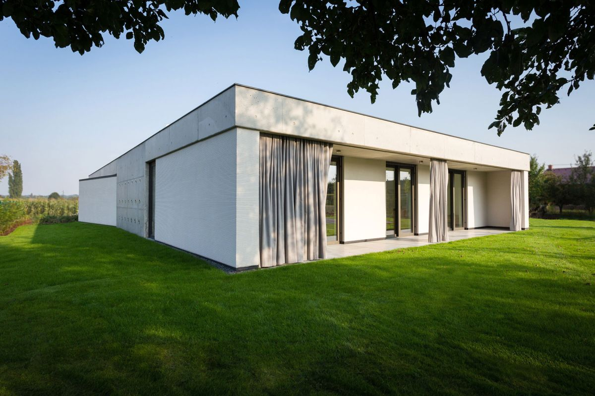 Family home in Slavonin semi-private outdoor areas