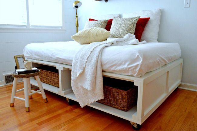 Guest daybed on wheels