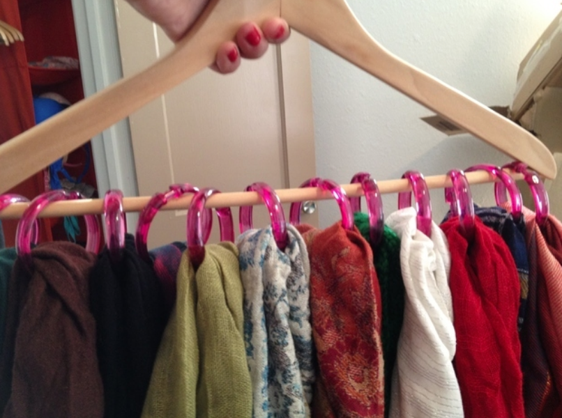Hanging scarf storage