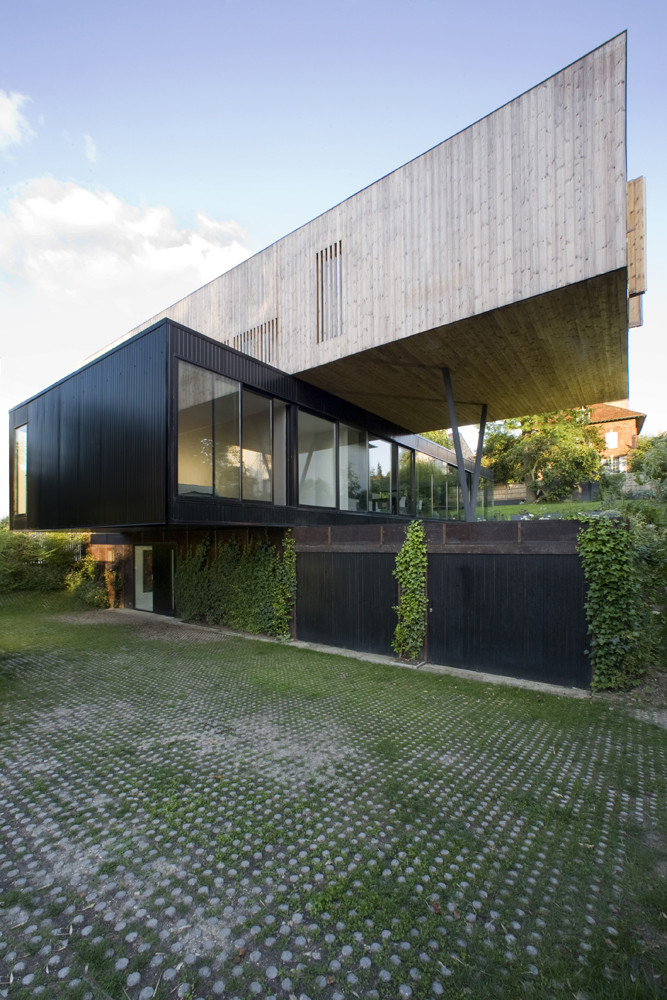 House In Sèvres Stacked Volumes by Colboc Franzen & Associés Front