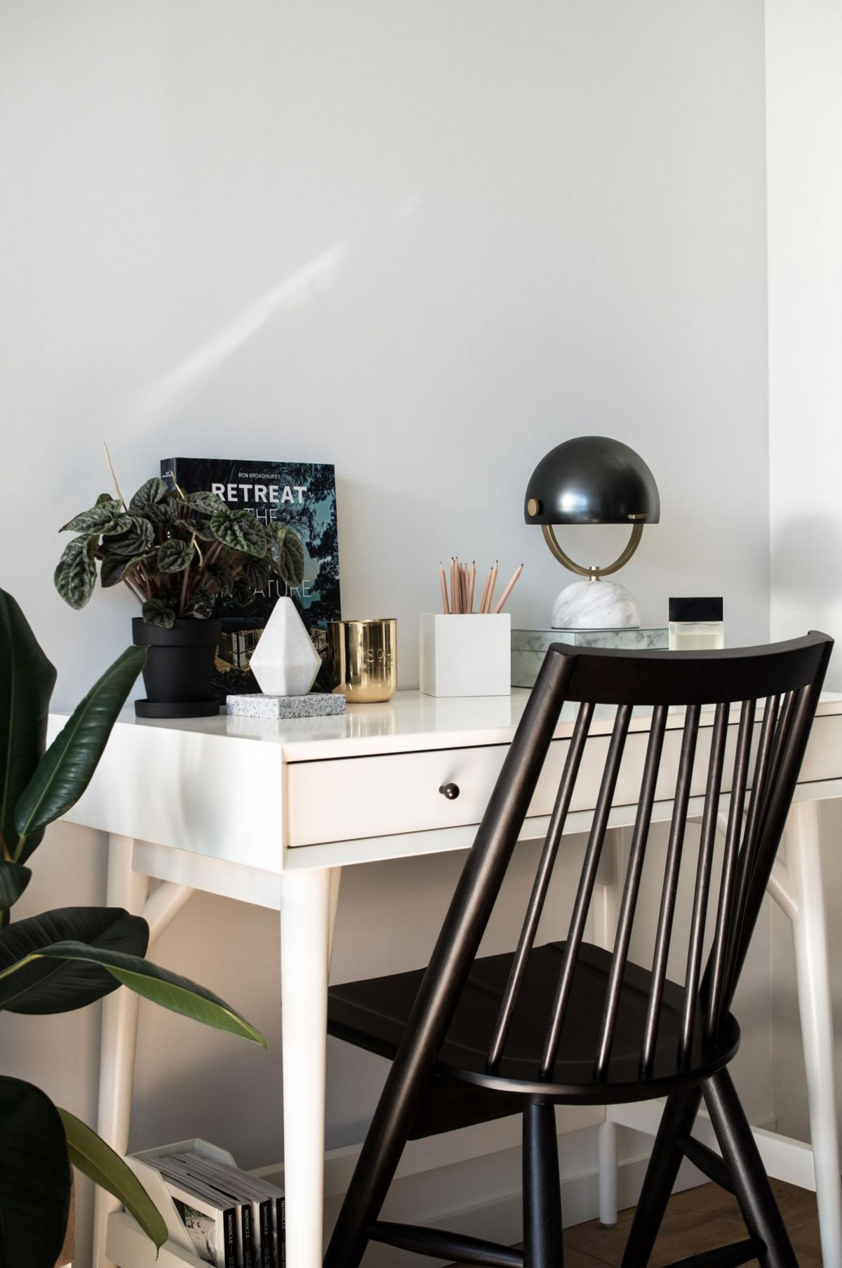 How to clean a blogger office