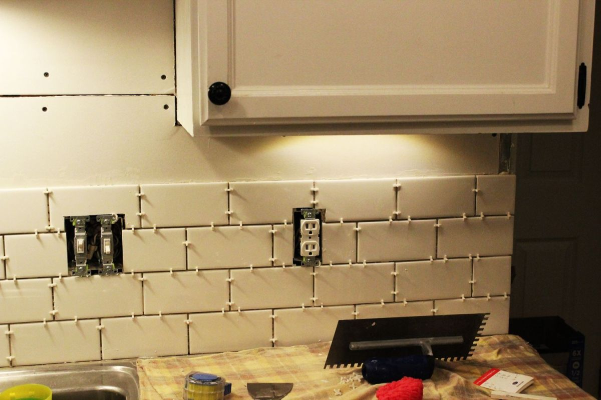 Attirant How To Install A Subway Tile Kitchen Backsplash