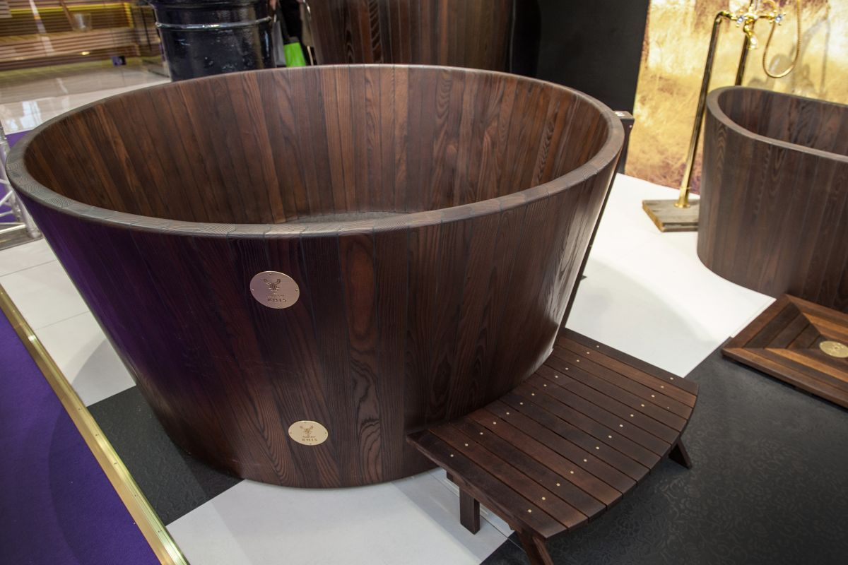Exceptionnel KHIS Is An Estonian Company That Specializes In Individually Handcrafted  And Assembled Wooden Bathtubs Made From