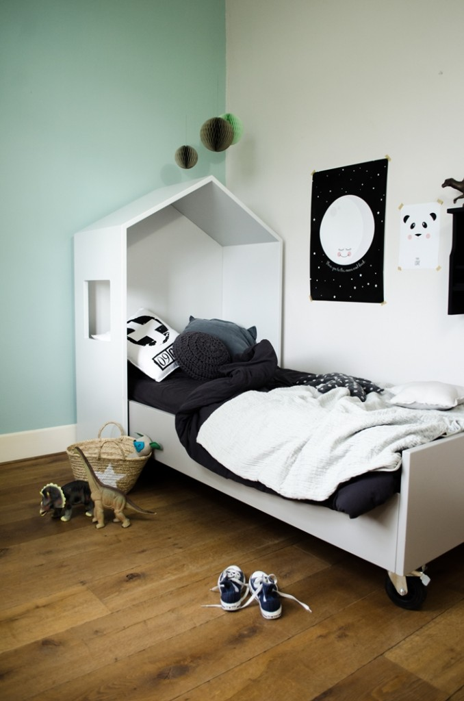 Kids bedroom furniture on wheels