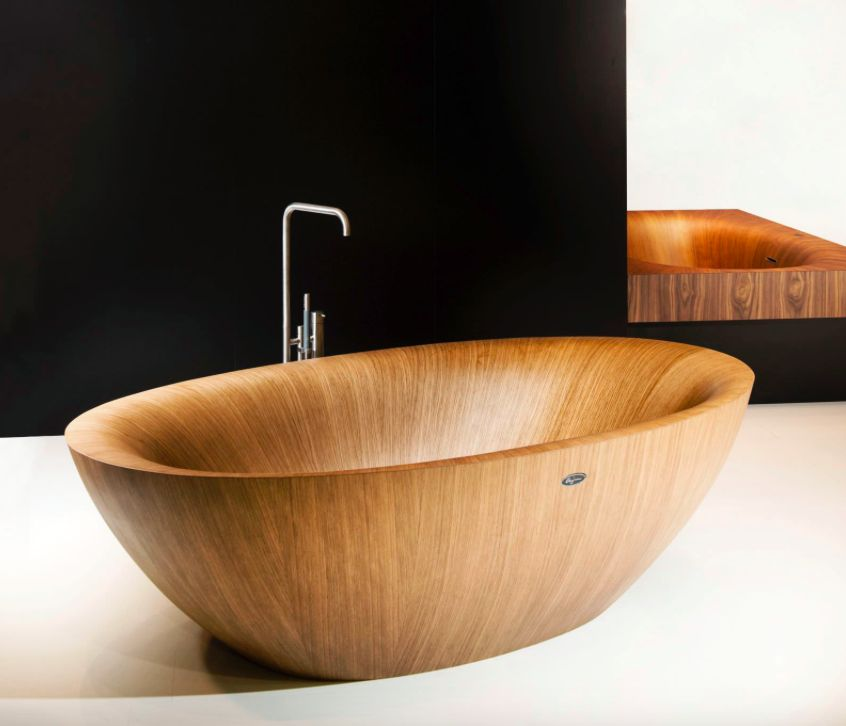 A lighter colored wood choice makes this wooden bathtub no less appealing.
