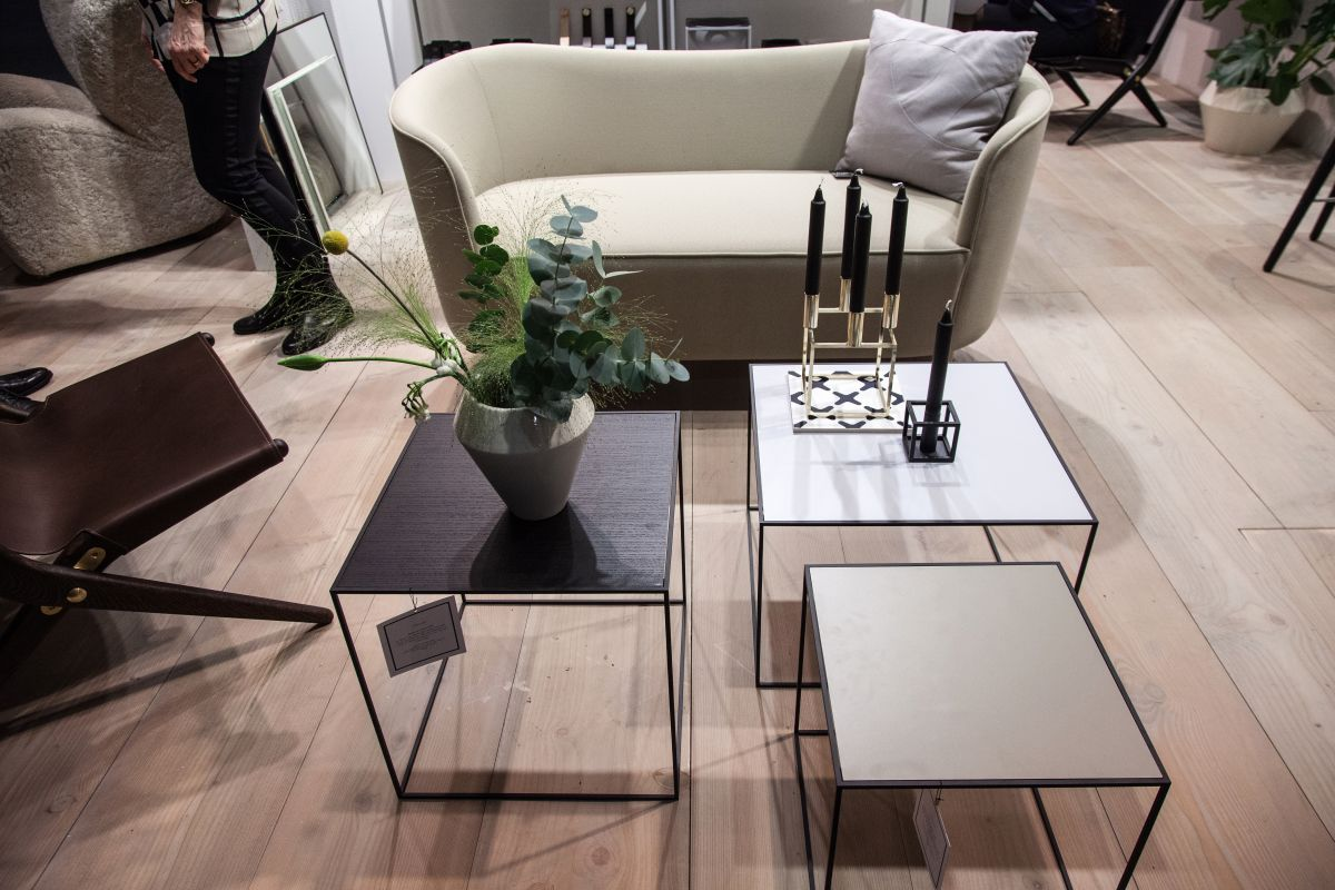 Mingle frame small sofa and wire coffee tables