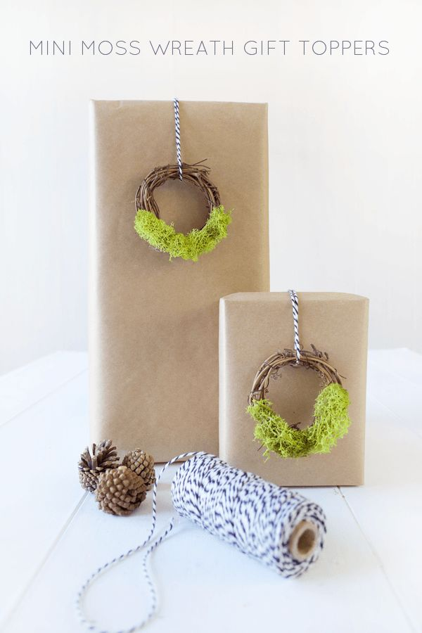 Mini moss wreath for gift toppers