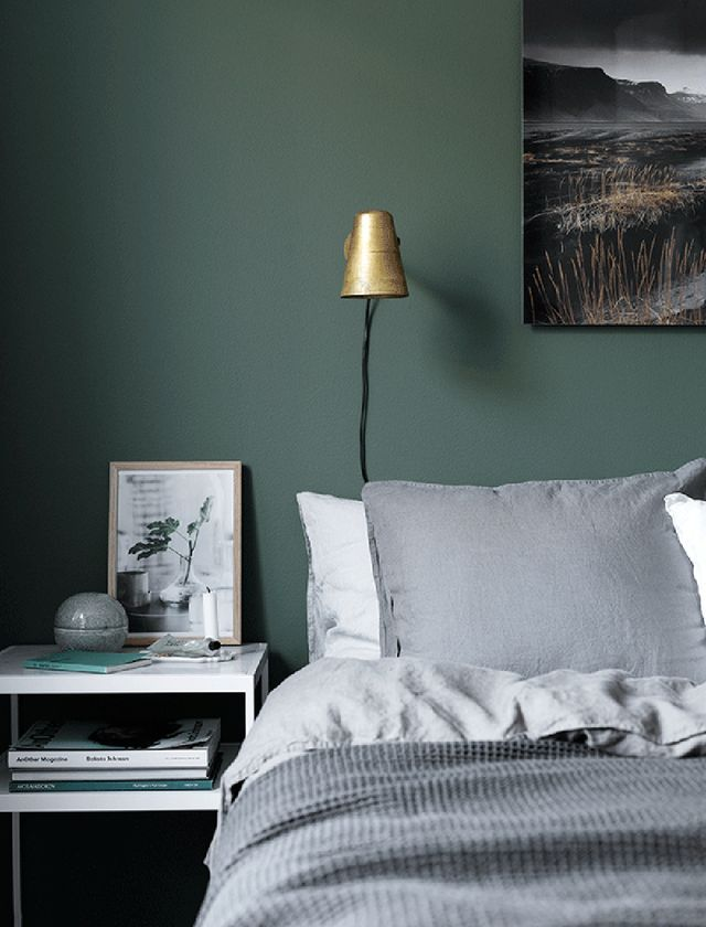 Charmant Moody Green Bedroom