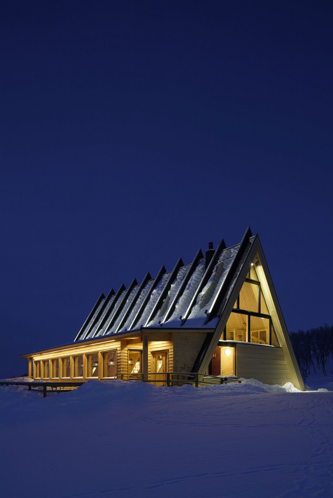 Mountain restaurant bjork in hemavan murman architects