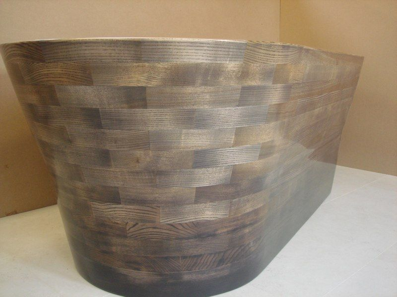 The basketweave style of this wooden bathtub is particularly attractive.