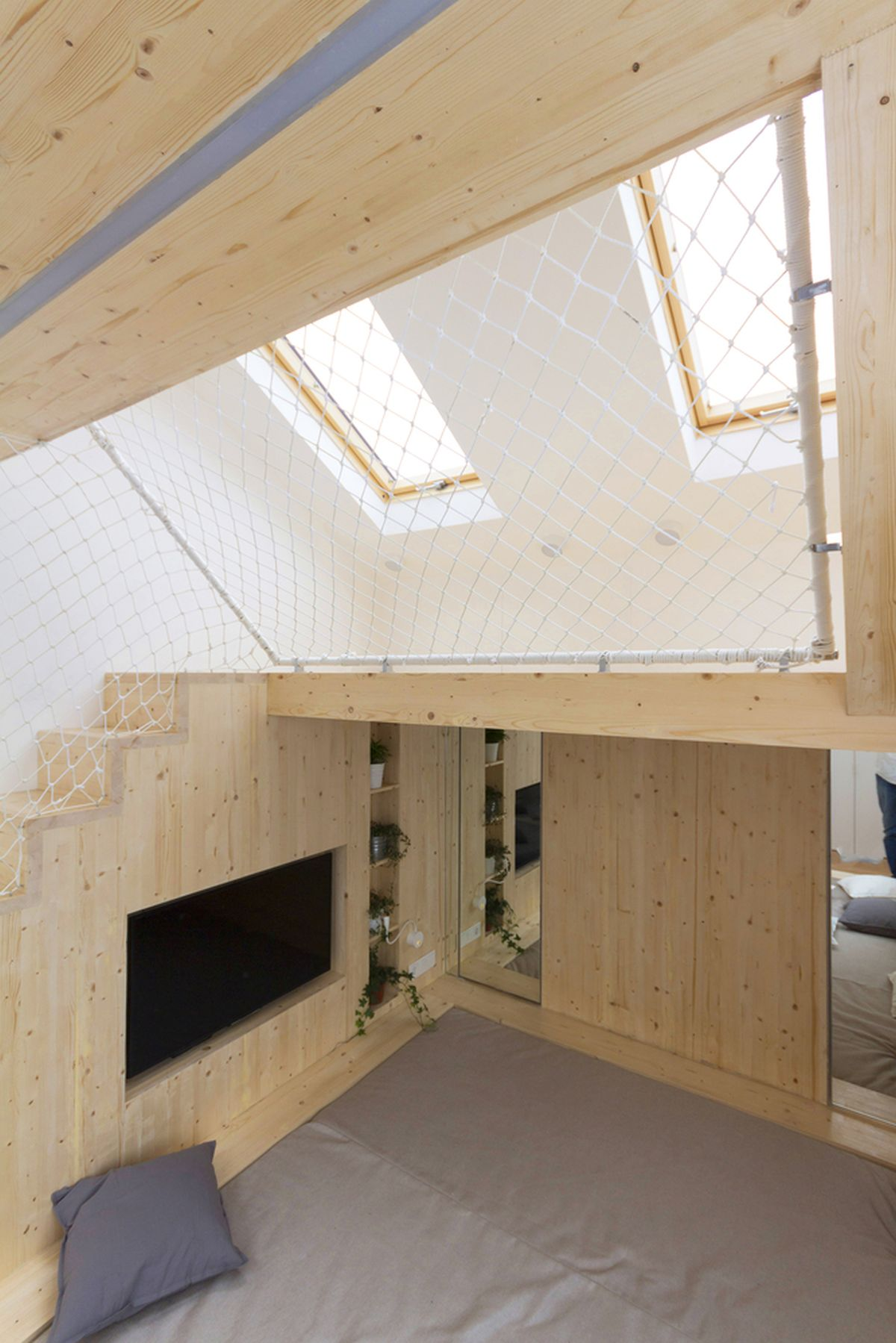 Ruetemple summer family home built-in TV and mirror