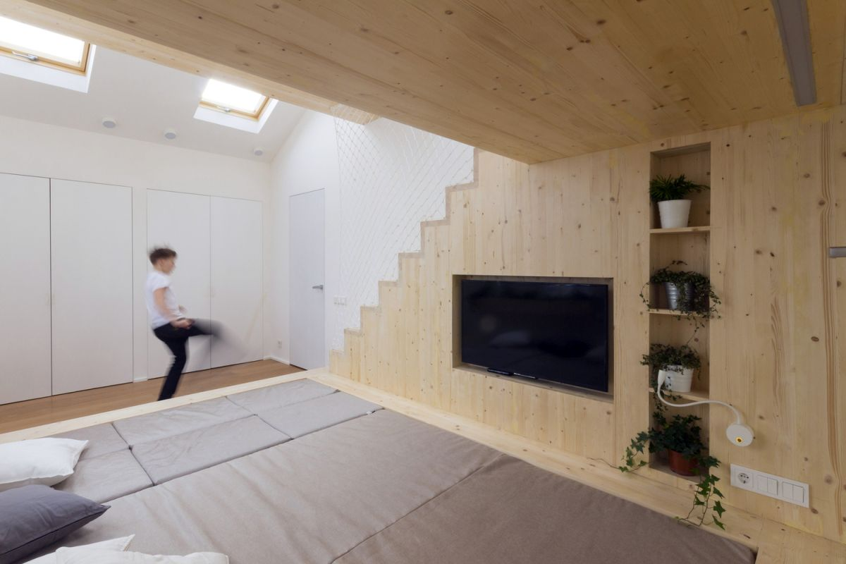 Ruetemple summer family home sleeping platform