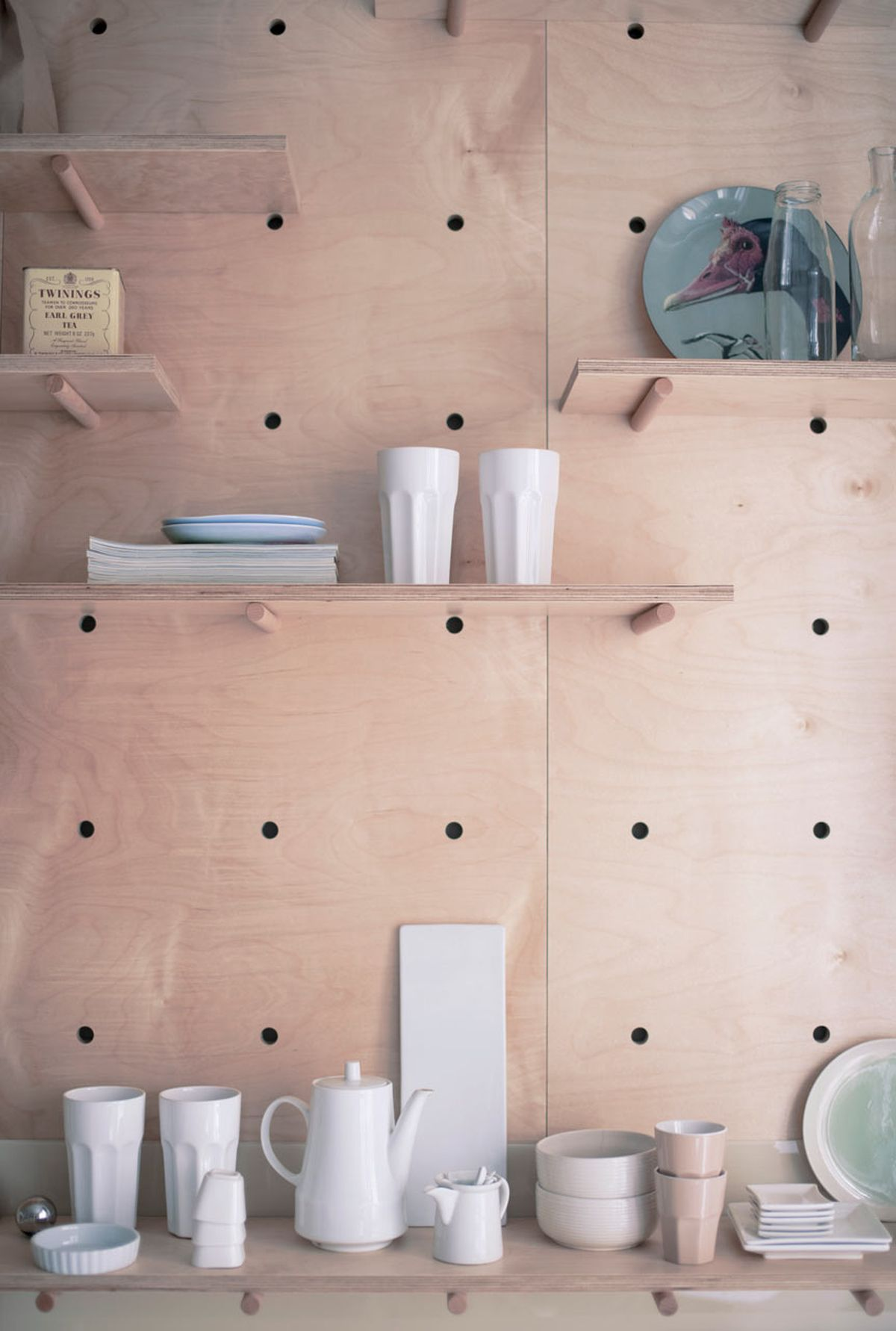 Small Budapest apartment for tourists kitchen shelves