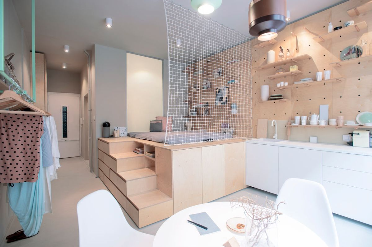 Small Budapest apartment for tourists main room design