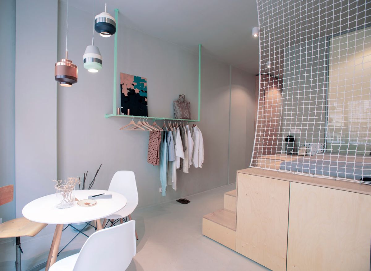 Small Budapest apartment for tourists pipe coat rack