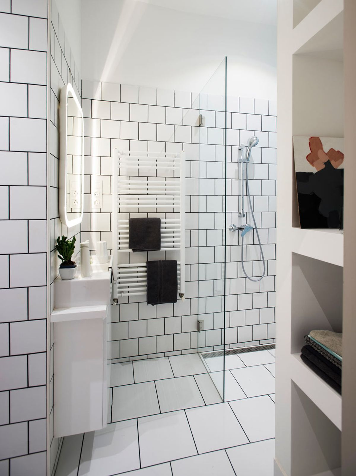 Small Budapest apartment for tourists white bathroom tiles