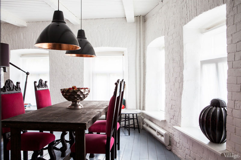 Sophisticate allure for dining room with white painted bricks