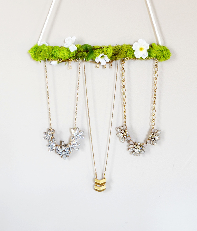 Sprintime moss jewelry holder