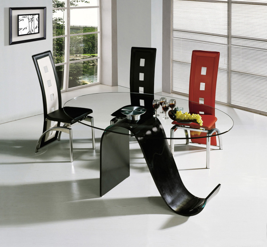 Stylish Oval Dining Table With Glass Top