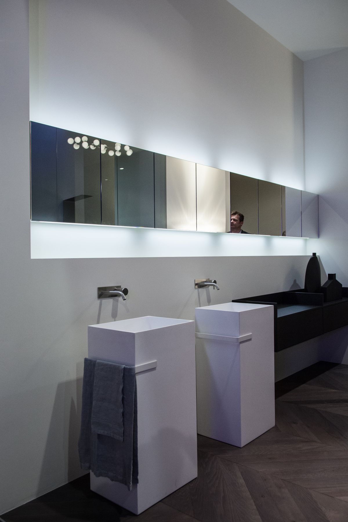 Teatro mirror with cabinets and lights from Anntonio Lupi