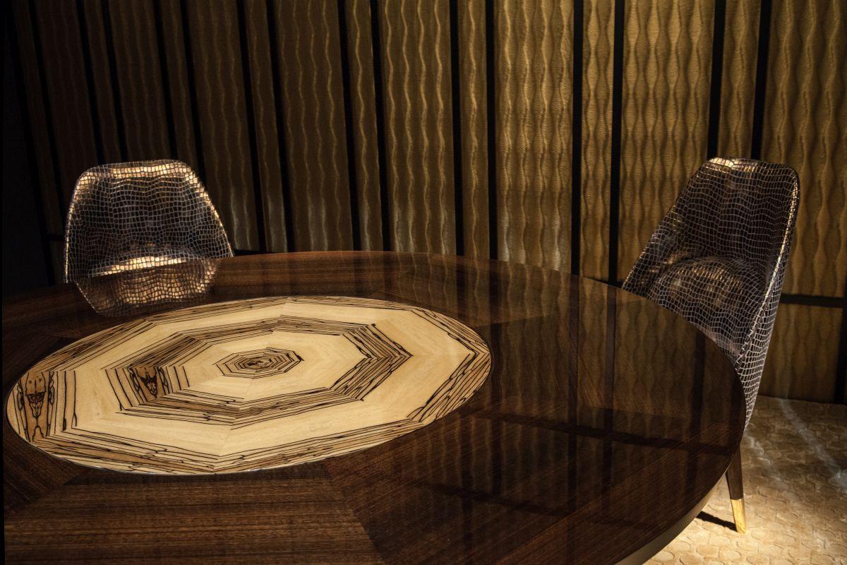 Teodora rond table