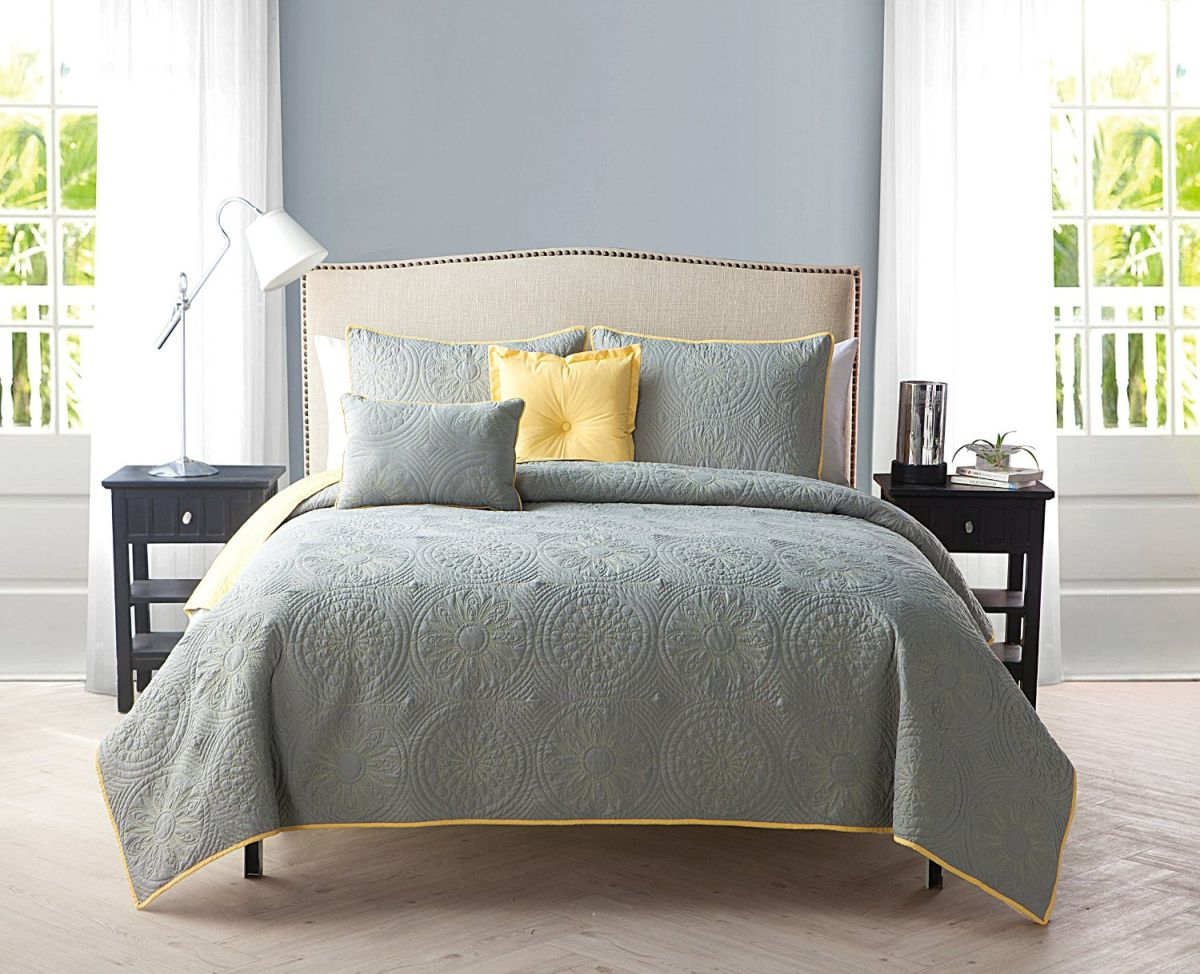 yellow gray bedroom yellow and gray bedding that will make your bedroom pop 13891