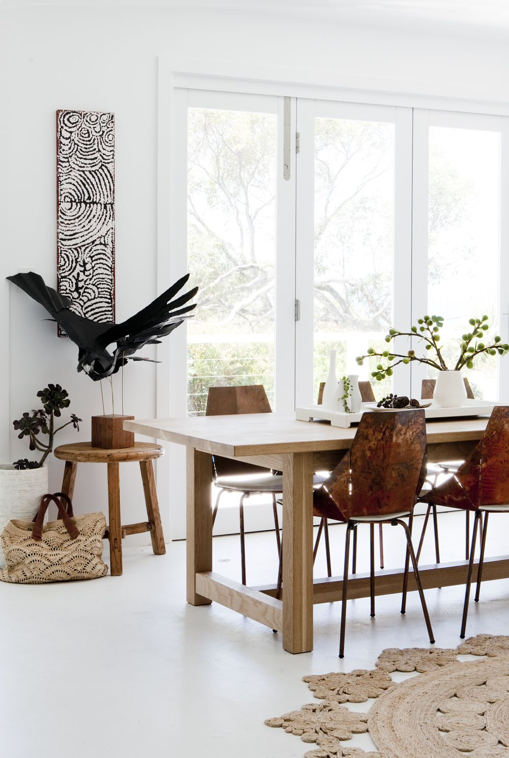 The play of natural wood for dining room