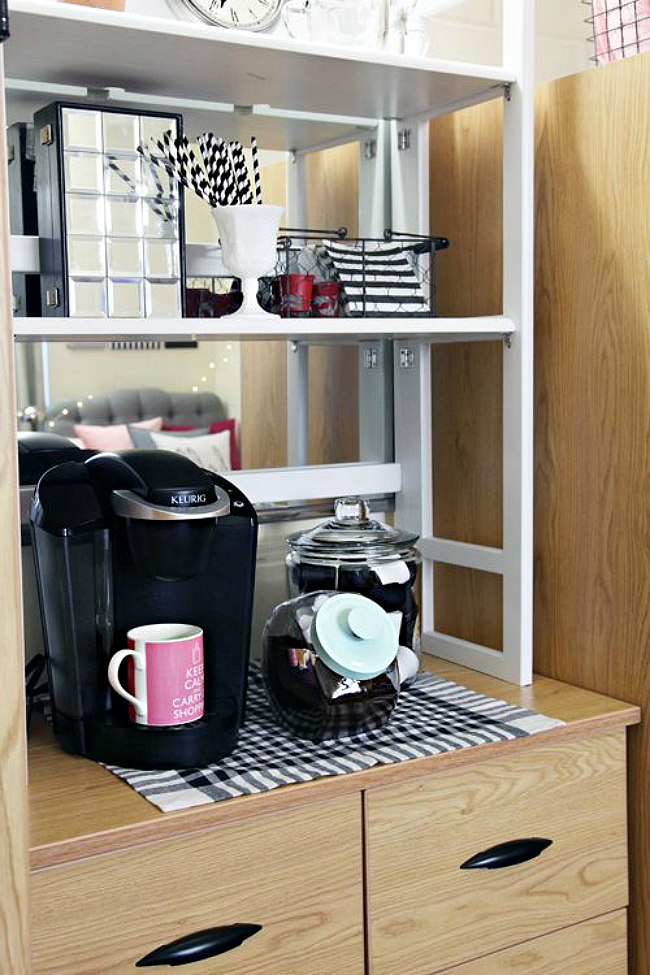 Vertical hutch for storage
