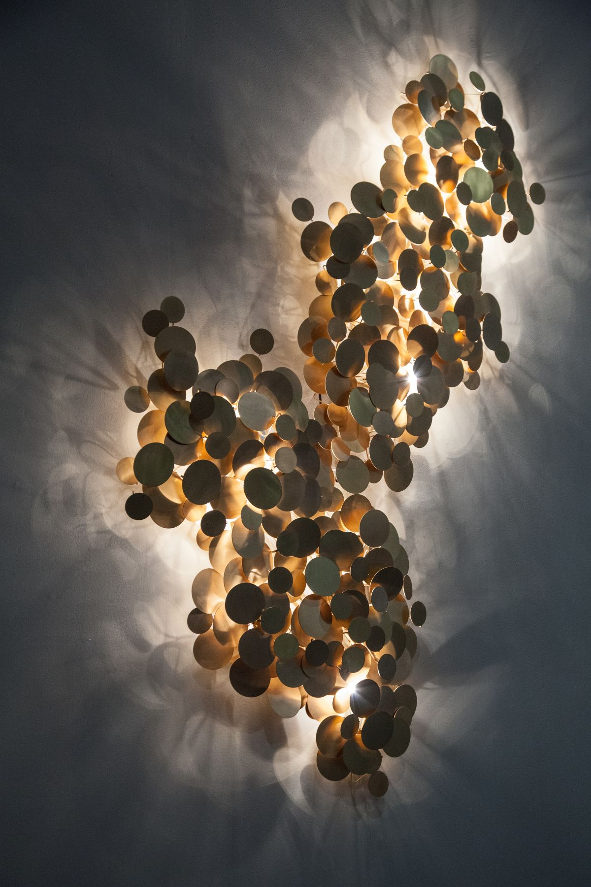 Wall lamp sculptural dots