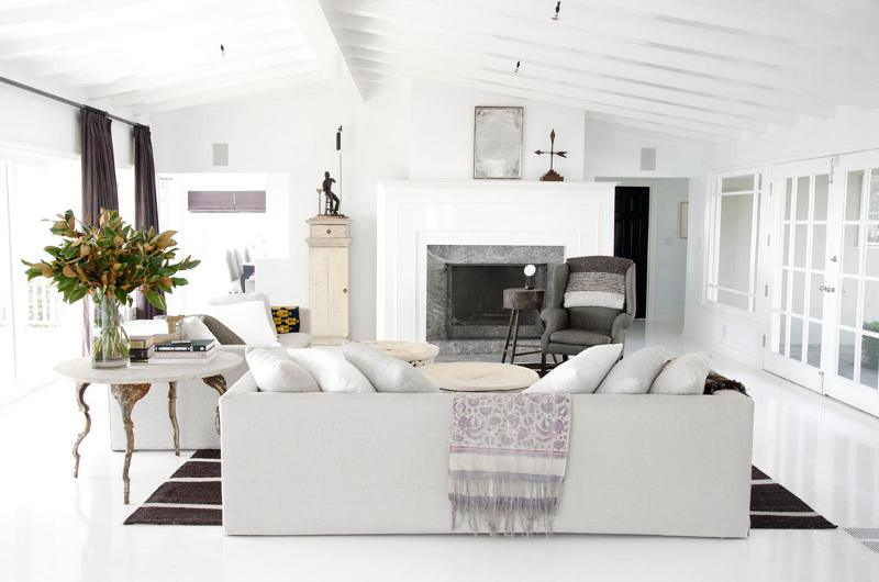 White simplistic decor for living room
