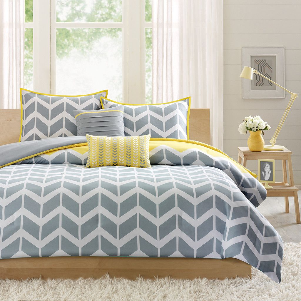 Young chevron grey and yellow bedding