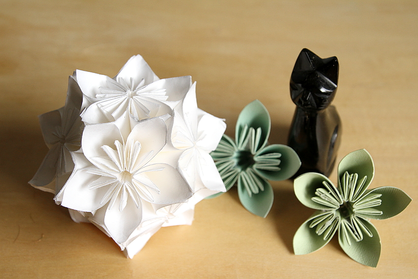 How to DIY Origami Paper Flower Ball Decor | 567x850