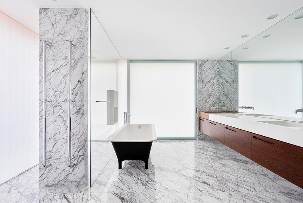 AA House main bathroom
