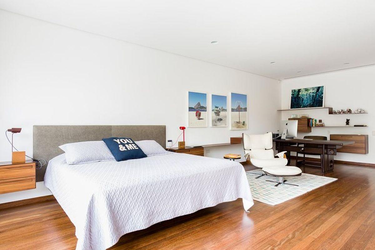 AA House master bedroom