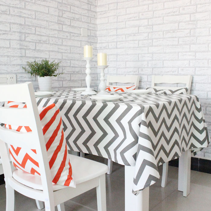 Chevron style on table clothes