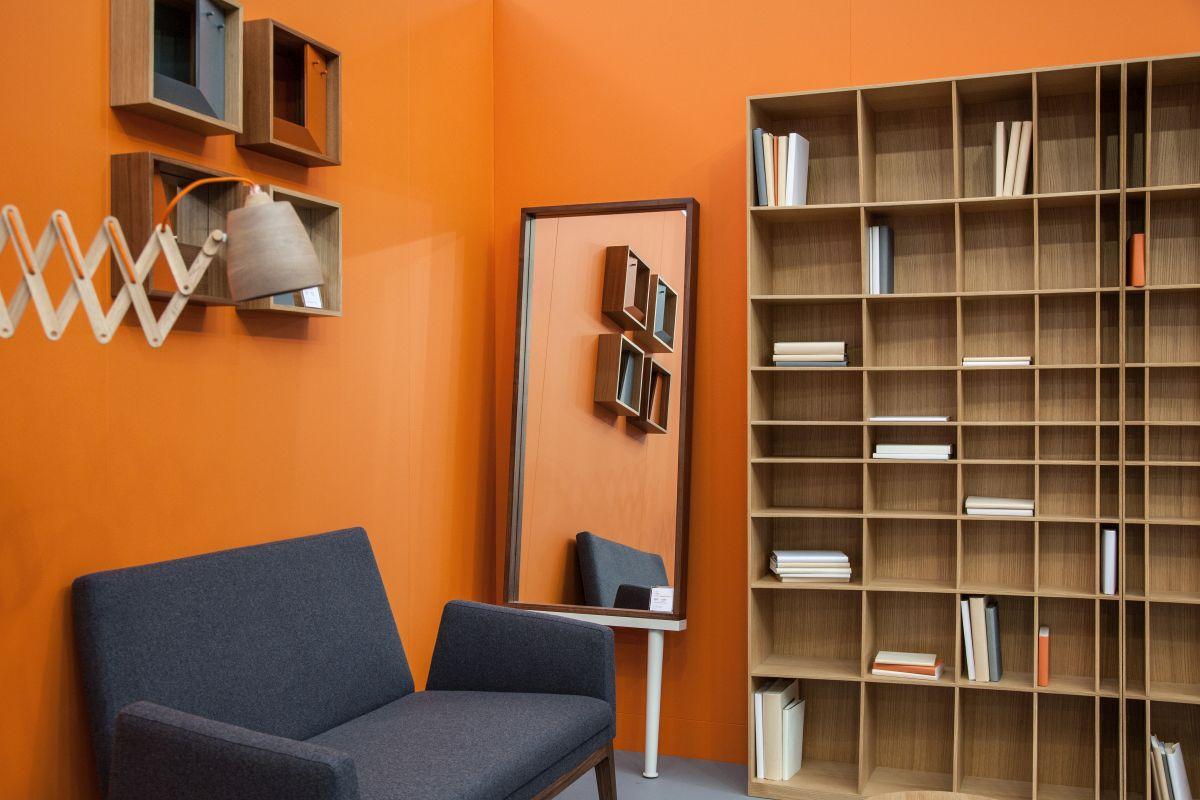 Clutter your bookshelf