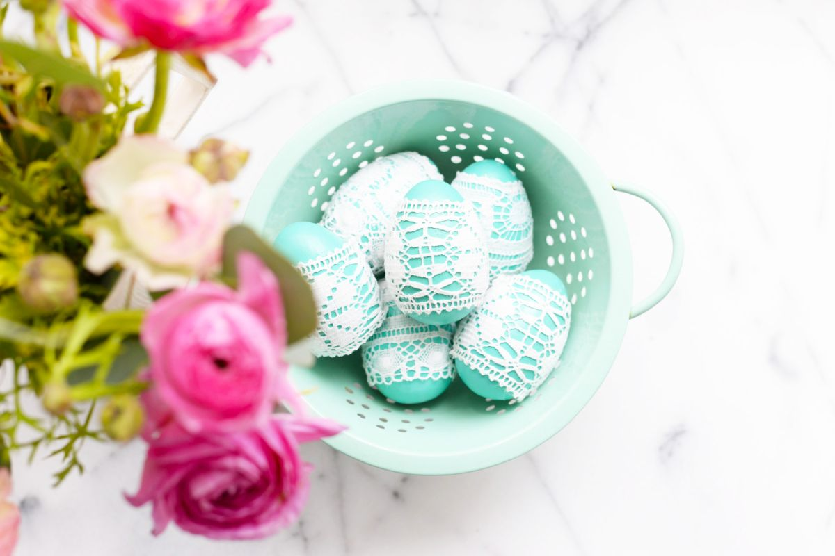 Elegant DIY Lace Easter Eggs Design Ideas