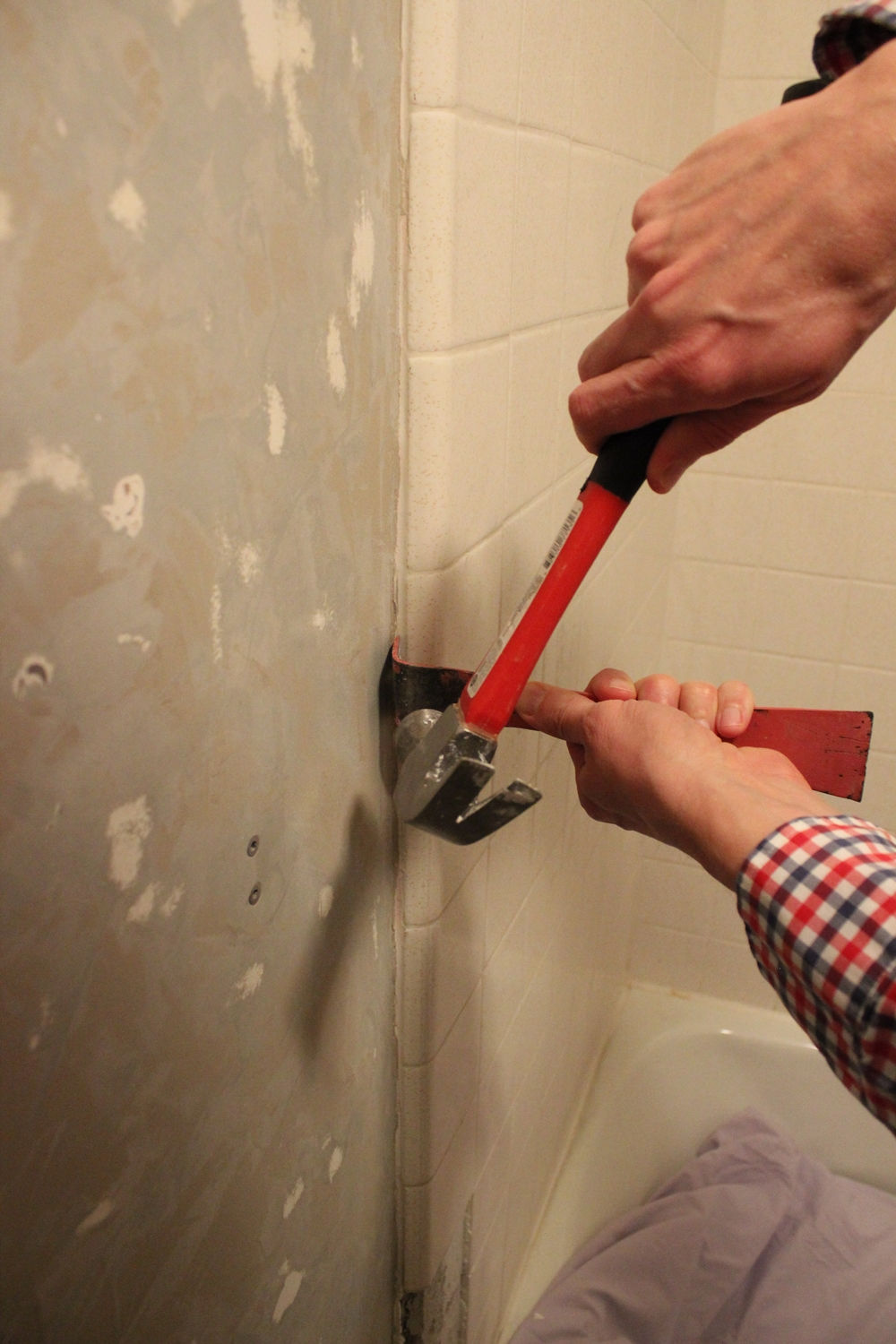 DIY Remove Tub Surround Tile - with hammer