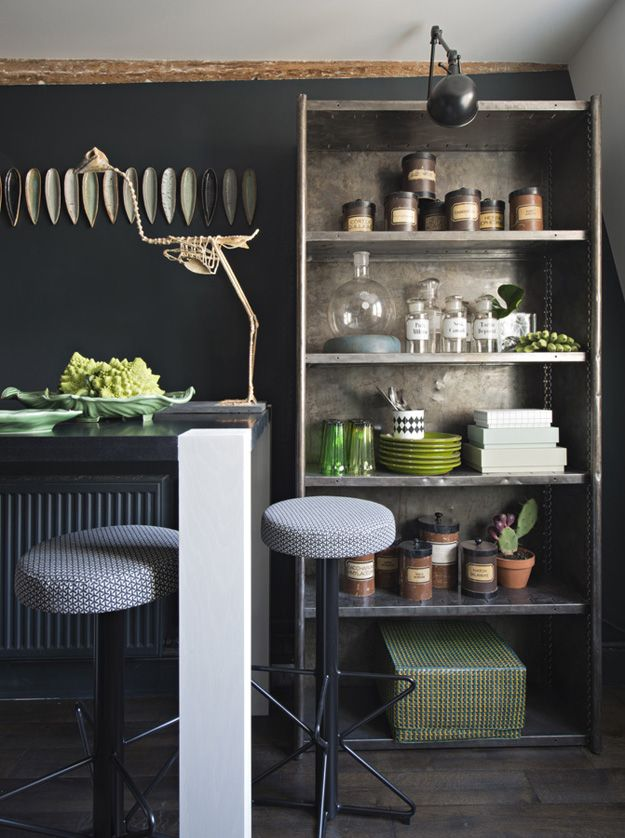 Decorate the kitchen with green accessories