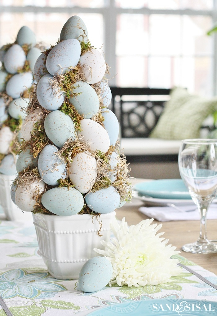 Easter eggs topiary