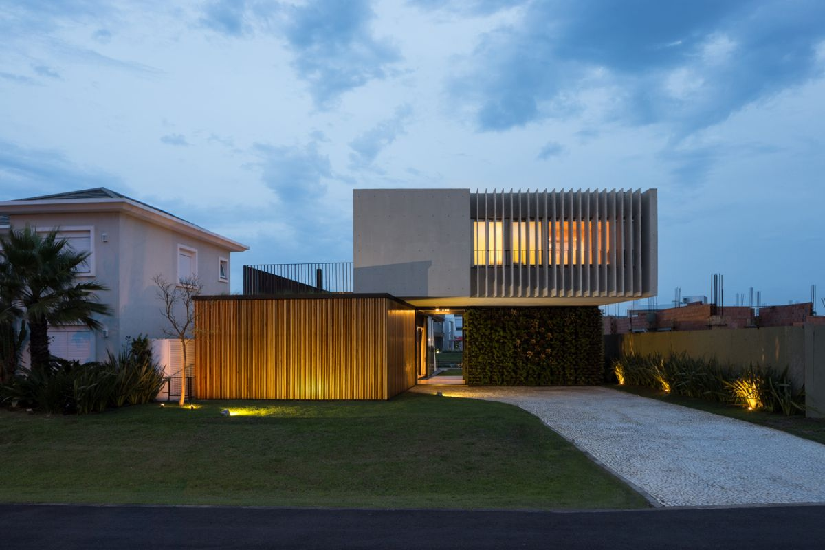 Enseada House in Brazil back facade at sunset