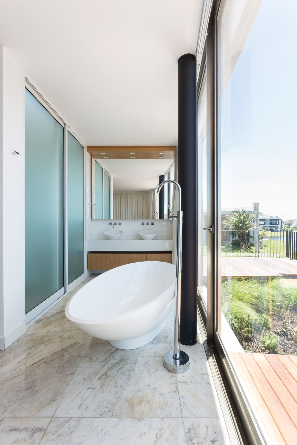 Enseada House in Brazil bathroom