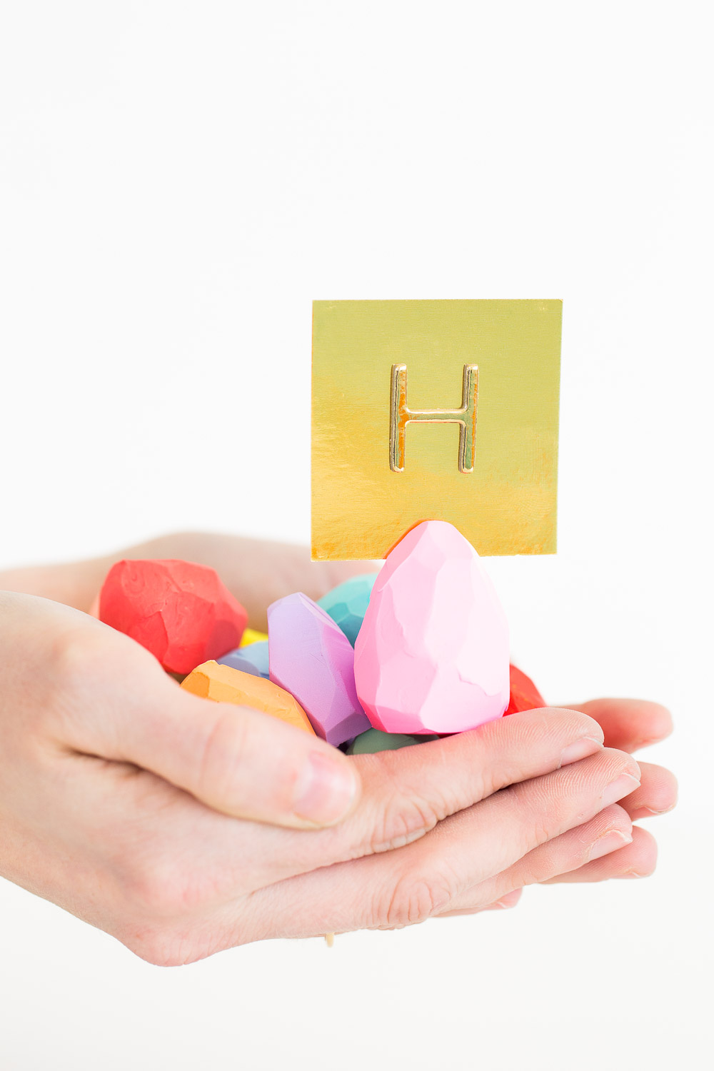 Faceted egg place cards