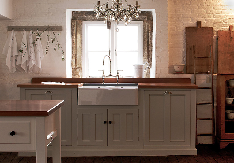 Farmhouse sink on kitchen