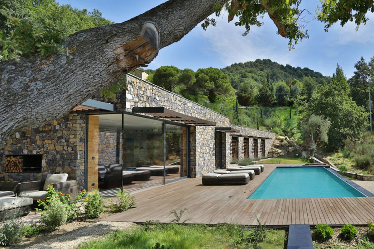 Hillside villa in Liguria front terrace and pool