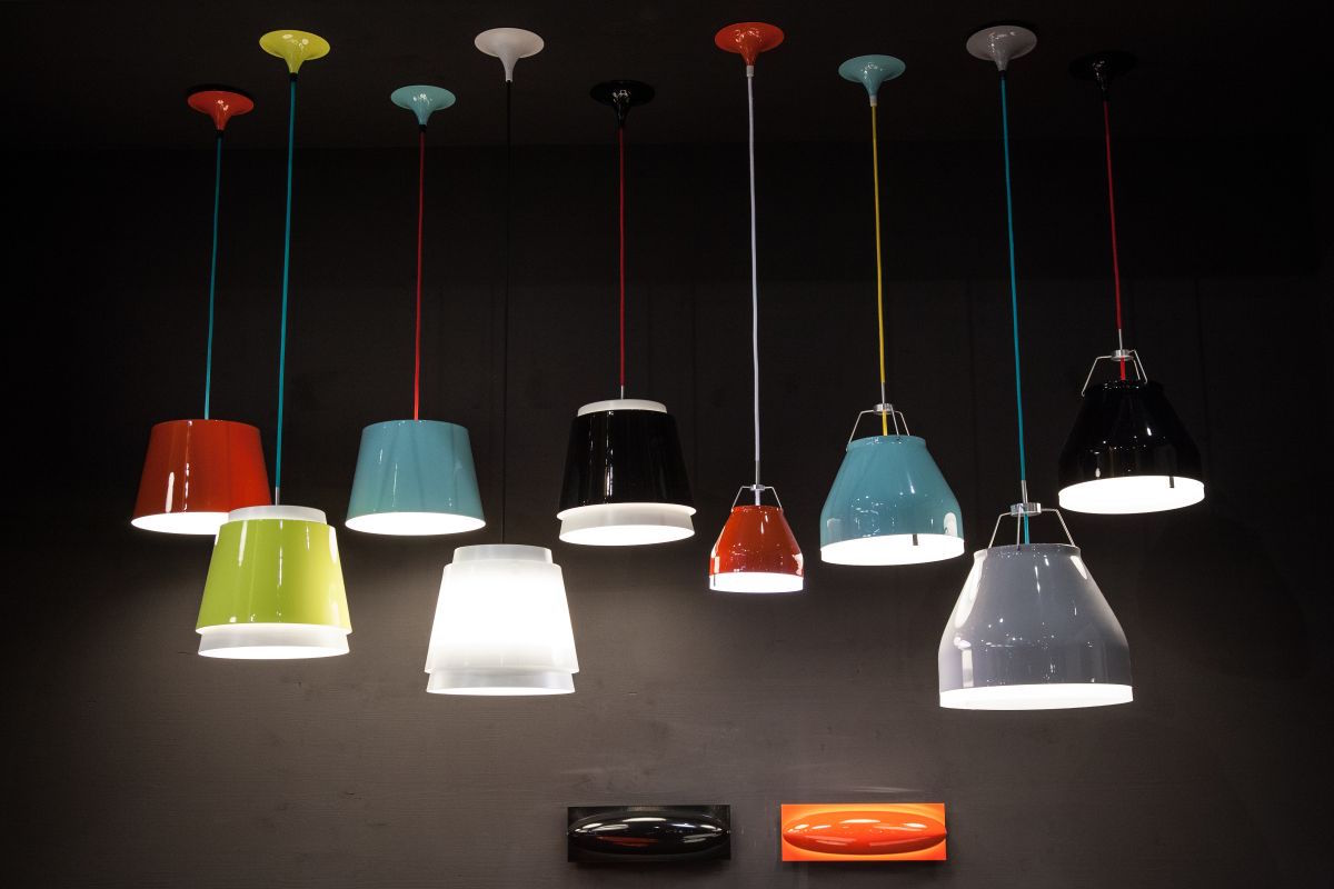 Ilumio colored shiny pendants