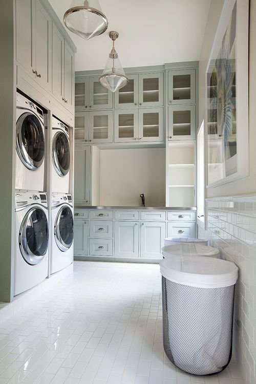 Large laundry room design