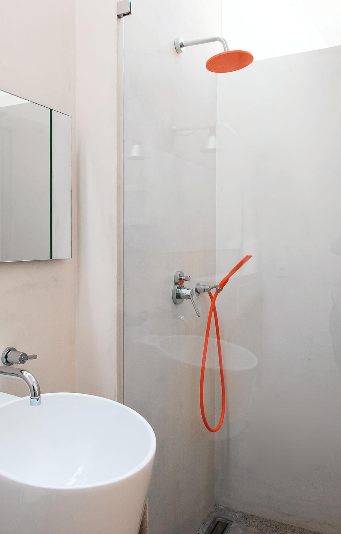 Modern Finca Can Basso transformation bathroom shower