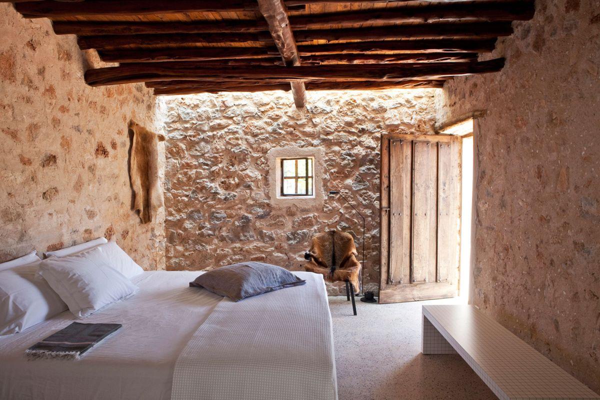 Modern Finca Can Basso transformation bedroom rustic interior