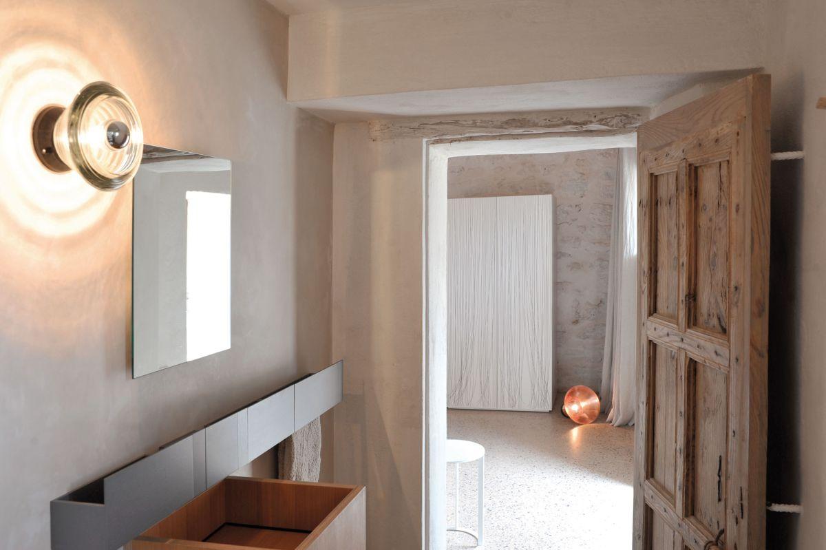Modern Finca Can Basso transformation en-suite bathroom